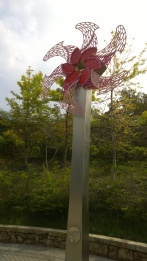 A flower-shaped wind turbine of Da-An Forest Park Subway Station.